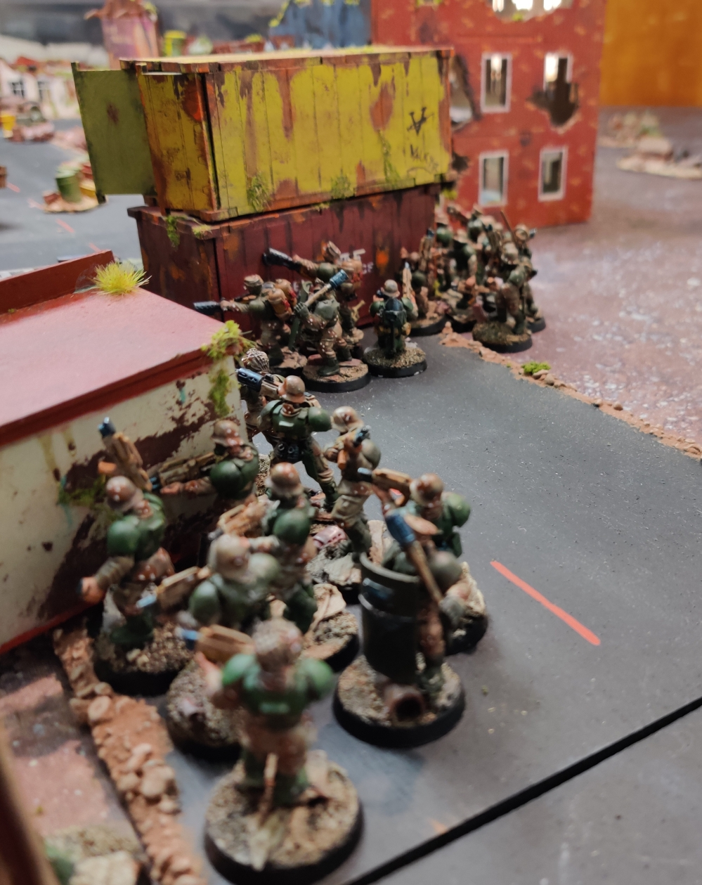 40K_Vogen_PDF_infantry_advancing_under_cover.jpg